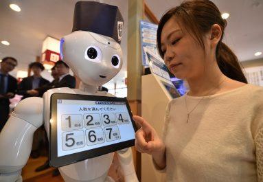 Le japon engage des robots enseignants pour l'apprentissage de la langue anglaise dans les écoles