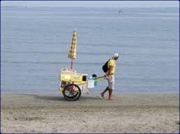 Mostaganem: Les émigrés s'intéressent au commerce informel sur les plages