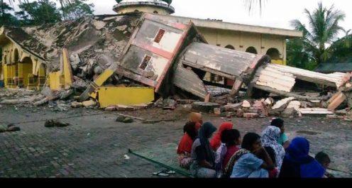 Séisme en Indonésie: au moins 98 morts et des centaines de blessés
