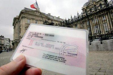 Des cartes de résident et des cartes d'identité européennes vendues à 3.000 €