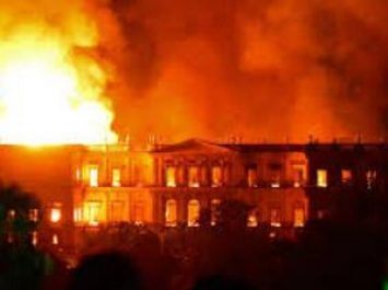 Un incendie ravage le Musée National de Rio, joyau culturel du Brésil