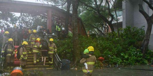 Le typhon Mangkhut sème le chaos à Hongkong