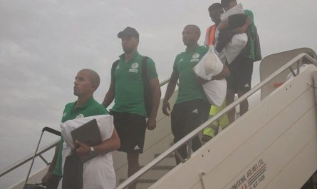 EN : Arrivée des Verts àBanjul (Gambie)