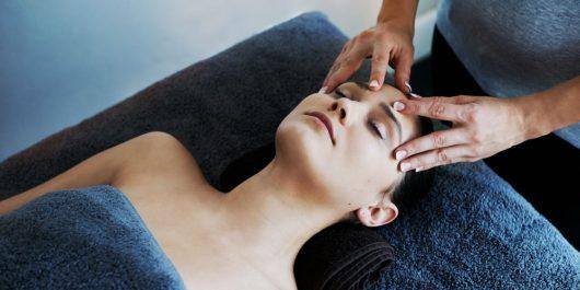 Beauté: 4 idées pour pratiquer massages et gymnastique du visage