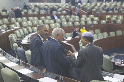 L'opposition ouvre le feu sur la majorité et s'indigne