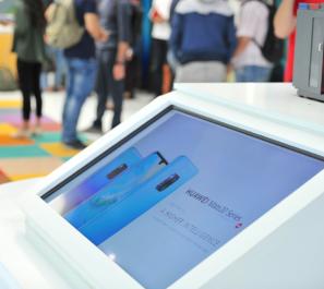 HUAWEI change l'industrie du smartphone à travers le lancement de sa plus puissante et plus innovatrice série sur le marché, le « HUAWEI Mate 20 »
