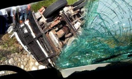 Tizi Ouzou: Un véhicule percute une bâtisse, 1 mort et 2 blessés