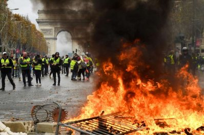 Heurts et boutiques pillées et incendiées: Nouvelles scènes d'émeutes à Paris