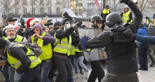 """Alors que des responsables de la police de paris sont sanctionnés: Les """"gilets jaunes"""" dénoncent la réponse du gouvernement"""