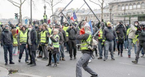 Mouvement des «gilets jaunes» en France : Plus de monde dans les rues, la tension monte d'un cran