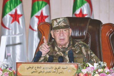 Le général de corps d'armée Ahmed Gaïd Salah: «L'armée maîtrise les nouvelles technologies»