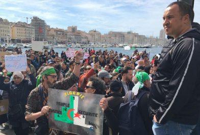 Marseille : manifestation anti Bouteflika sur le Vieux Port