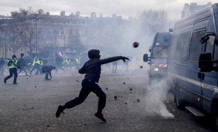 Acte 18 des «gilets jaunes»: violences et scènes d'émeutes, pillages et saccages à Paris