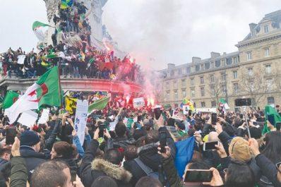 Ils étaient encore des milliers hier à la place de la république: Les Algériens de France veulent le changement maintenant