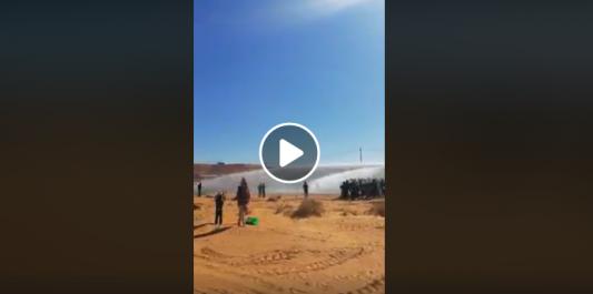 La gendarmerie utilise des canons à eau contre les manifestants à Béchar ! [vidéo]