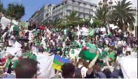 Réaction des étudiants après la démission de Tayeb Belaiz  lors de la manifestation