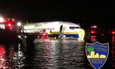 Etats-Unis : un Boeing 737 finit son atterrissage dans une rivière !