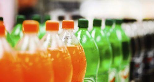 Exposées à la chaleur et à la poussière au vu et au su de tout le monde, des boissons «non-identifiées» sur le marché