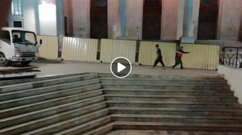 La wilaya d'Alger procède à la fermeture des escaliers de la grande poste [vidéo]