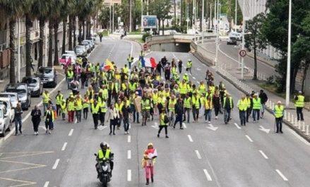 Six mois de contestation des «gilets jaunes» : Macron estime qu'ils n'ont plus de «débouché politique»