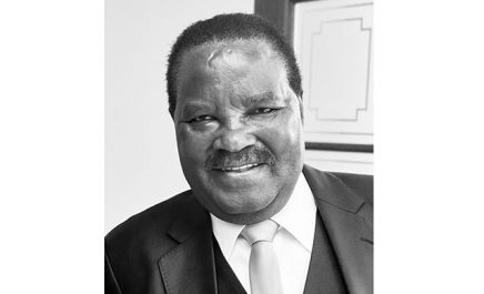 Décès de Nickey Iyambo : Zitouni signe le registre de condoléances