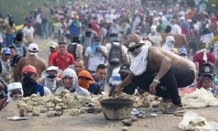 Crise au Venezuela: le chef de l'ONU appelle à la retenue et au retour au calme
