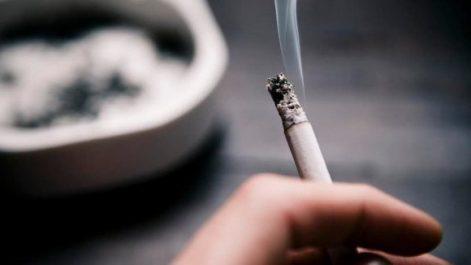 La fumée dégagée par une cigarette est plus toxique que celle inhalée par un fumeur