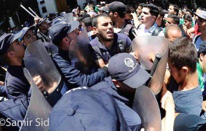 La police a réprimé à coups de matraque la marche des étudiants à Alger [vidéos]