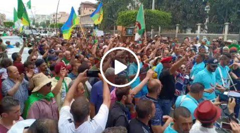 17é vendredi: Imposante marche contre le système à Béjaïa !