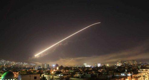 La défense syrienne antiaérienne tire sur des missiles israéliens