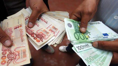 Marché informel des changes : L'euro et le dollar sur une planche glissante