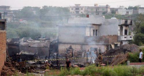 Pakistan : Un avion militaire s'écrase en zone habitée, 18 morts au moins