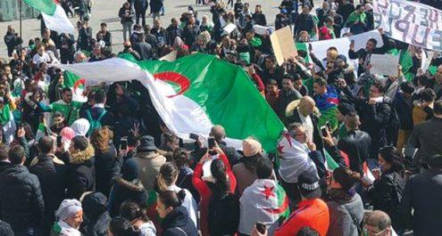Rassemblement de la diaspora sur la place des victoires, à Paris : Pour un État civil et non militaire