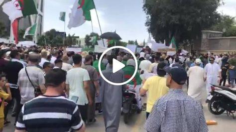 Importante manifestation des sétifiens pour réclamer le départ du système