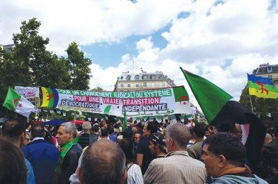"""21e dimanche de manifestations des algériens à Paris : """"Libérez nos détenus !"""""""
