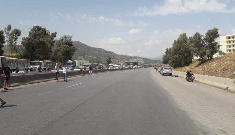 L'autoroute Est-Ouest rouverte à la circulation après avoir été bloquée par des manifestants