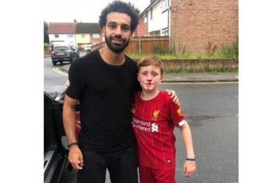 Il s'est cassé le nez en voulant avoir un autographe : Mohamed Salah fait une victime