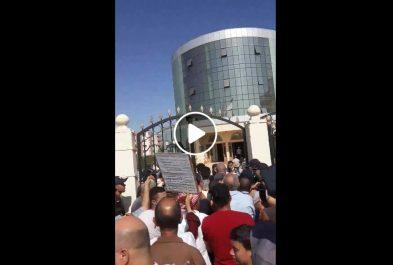 Panel du dialogue : Des protestataires prennent d'assaut la maison de la culture de Chlef