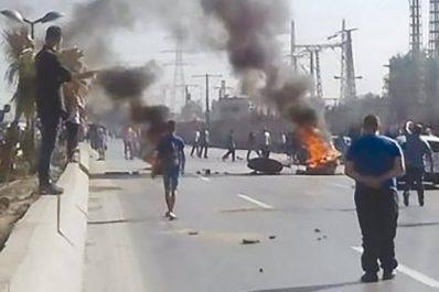 Tizi Ouzou : les habitants de Tifaou et Hellil ferment la RN-25