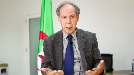 Mokrane Ait Larbi: «La loi n'incrimine pas le port de l'emblème Amazigh».