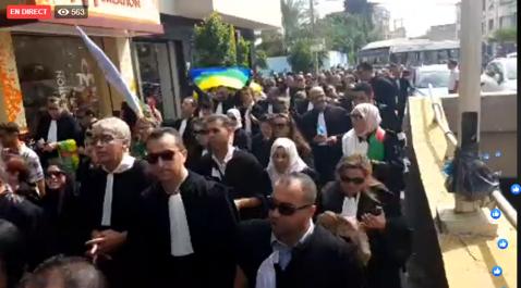 En direct : Marche des avocats à Tizi Ouzou.