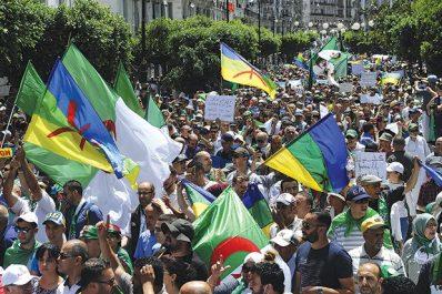 Interpellés vendredi en marge du Hirak : Des porteurs de drapeaux amazighs devant le juge aujourd'hui