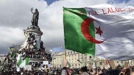 """Rassemblement de la diaspora hier à la place de la république, à Paris : """"Nos compatriotes en Algérie doivent savoir qu'ils ne sont pas seuls"""""""