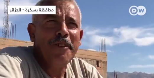 Un Algérien chasseur et mangeur de cobras à Biskra [vidéo]