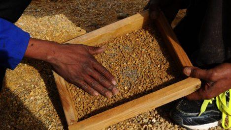 D'immenses richesses minières qui ne profitent pas au citoyen : L'Afrique appauvrie par l'or et le diamant