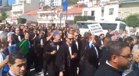 Manifestation des avocats à Béjaïa (vidéo)