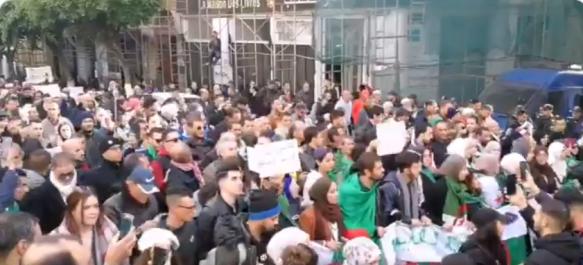 39e mardi à Alger: La foule conteste la candidature de Tebboune