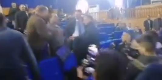 Un meeting de Benflis interrompu à El Oued: » vous êtes contre le peuple, vous êtes avec la bande»