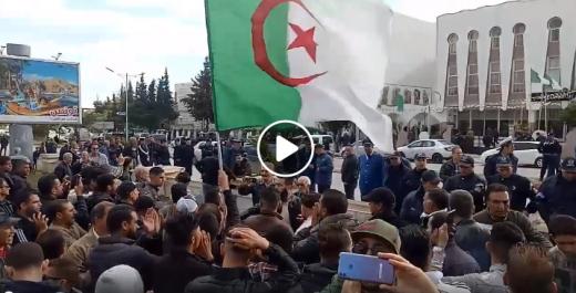 Manifestation contre la venue de Benflis à Guelma
