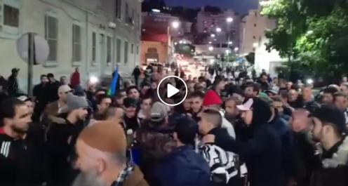 Rassemblement nocturne devant la prison de Béjaïa
